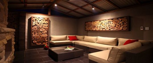 Home-page-Outdoor-living-room-construction-landscaping