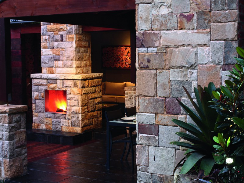 backyard-outdoor-living-area-stone-wall-landscaping-gallary3