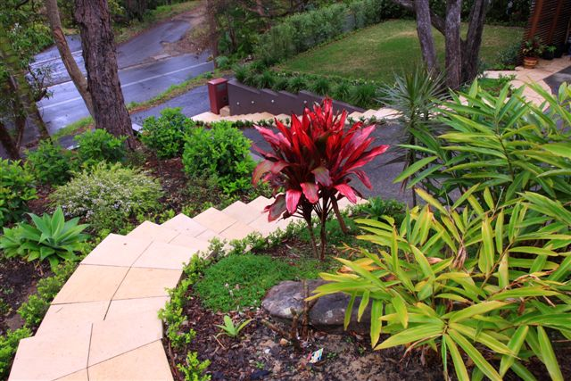 stepped-landscaping-hilly-garden-gallery2